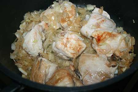 Курица с баклажанами в сливочном соусе