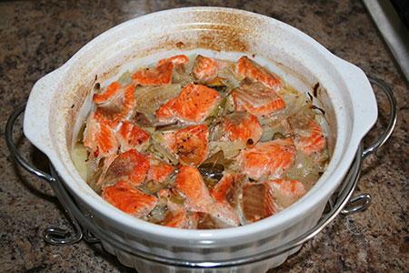 Рыба, запеченная в горшочке