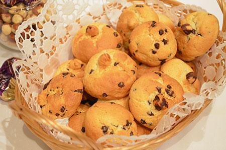 Песочное печенье с кусочками шоколада и фундуком