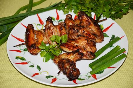 Шашлык из куриных крылышек, в кефирном маринаде с чесноком